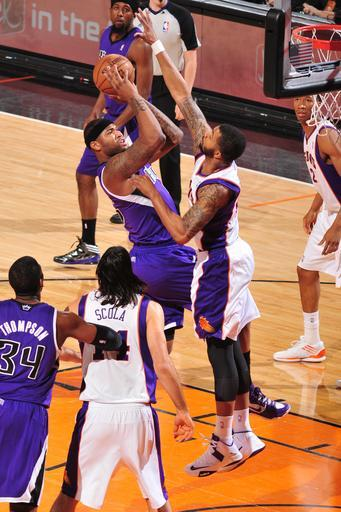 PHOENIX, AZ - MARCH 28: DeMarcus Cousins #15 of the Sacramento Kings shoots agaisnt Markieff Morris #11 of the Phoenix Suns on March 28, 2013 at U.S. Airways Center in Phoenix, Arizona. (Photo by Barry Gossage/NBAE via Getty Images)