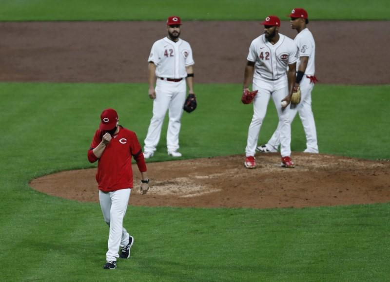 Reds manager Bell, others suspended for incident with Cubs