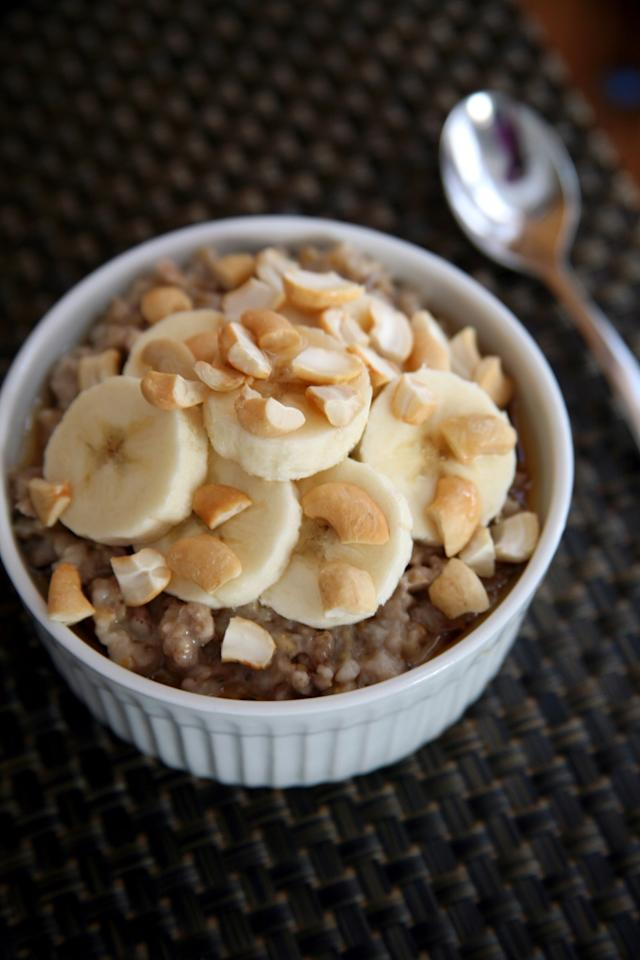 "<p>Cooking steel-cut oats from scratch takes too long on a busy morning, so make a big batch of vanilla cinnamon steel-cut oats in your slow cooker and you'll have a warm breakfast to look forward to all week long. This recipe makes four servings that you can store in glass containers or mason jars in the fridge. Add the toppings ahead of time or in the morning.</p> <p><strong>Calories:</strong> 176<br> <strong>Protein:</strong> 5.9 grams</p> <p><strong>Get the recipe:</strong> <a href=""https://www.popsugar.com/fitness/Slow-Cooker-Steel-Cut-Oatmeal-39657541"" class=""ga-track"" data-ga-category=""Related"" data-ga-label=""http://www.popsugar.com/fitness/Slow-Cooker-Steel-Cut-Oatmeal-39657541"" data-ga-action=""In-Line Links"">slow-cooker steel-cut oatmeal</a></p>"