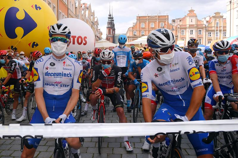 Start in support of Team Deceuninck-Quick-Step's Fabio Jakobsen, who suffered a serious accident on the first stage, led by teammates Remco Evenepoel, James Knox
