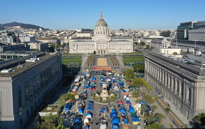 San Francisco, CA—April 3, 2021—The Safe Sleeping Village at Fulton Street in downtown San Francisco is run by Urban Alchemy proves tents, toilets, showers, and food to unhoused people. (Carolyn Cole / Los Angeles Times)