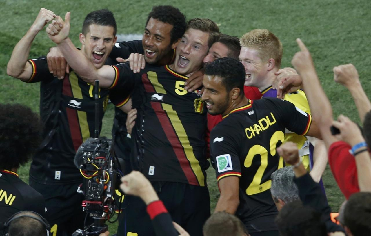 Belgium's Jan Vertonghen (C) celebrates his goal with team mates during their 2014 World Cup Group H soccer match against South Korea at the Corinthians arena in Sao Paulo June 26, 2014. REUTERS/Paulo Whitaker (BRAZIL - Tags: SOCCER SPORT WORLD CUP)