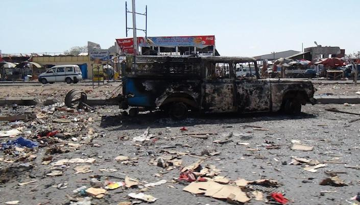 Picture taken on April 17, 2015 shows the wreckage of a truck reportedly belonging to Huthi rebels which was destroyed the day before in an air strike by Saudi-led forces at a market in the Dar Saad suburb of the port city of Aden (AFP Photo/Saleh al-Obeidi)