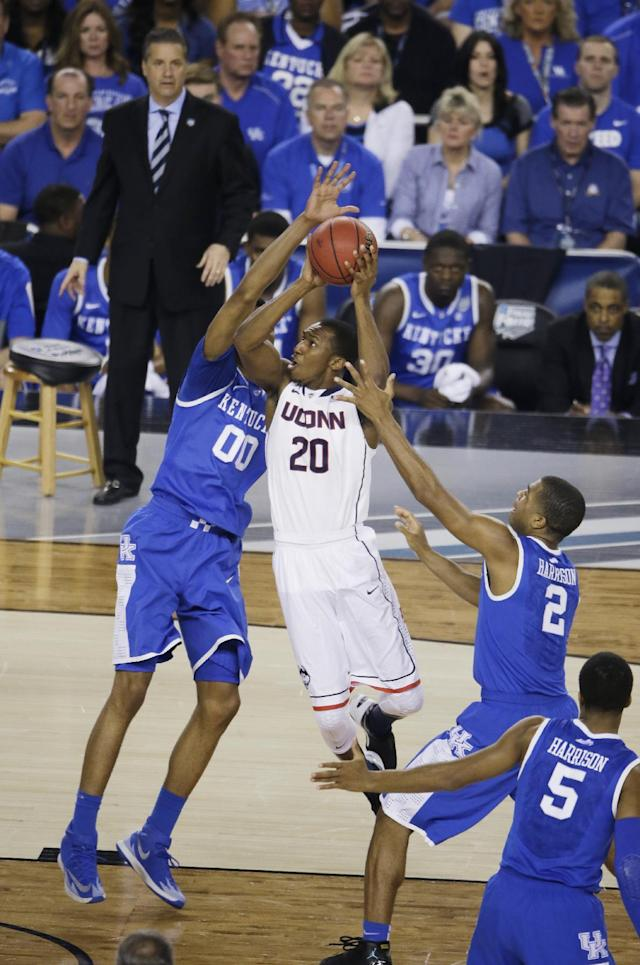 Connecticut guard Lasan Kromah (20) drives to the basket between Kentucky's Marcus Lee (00) and Aaron Harrison (2) during the first half of the NCAA Final Four tournament college basketball championship game Monday, April 7, 2014, in Arlington, Texas. (AP Photo/Tony Gutierrez)