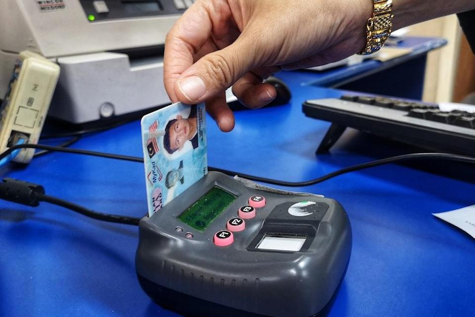 A MyKad identification card reader in use at a POS Malaysia outlet in Bangi October 15, 2018. — Picture by Shafwan Zaidon