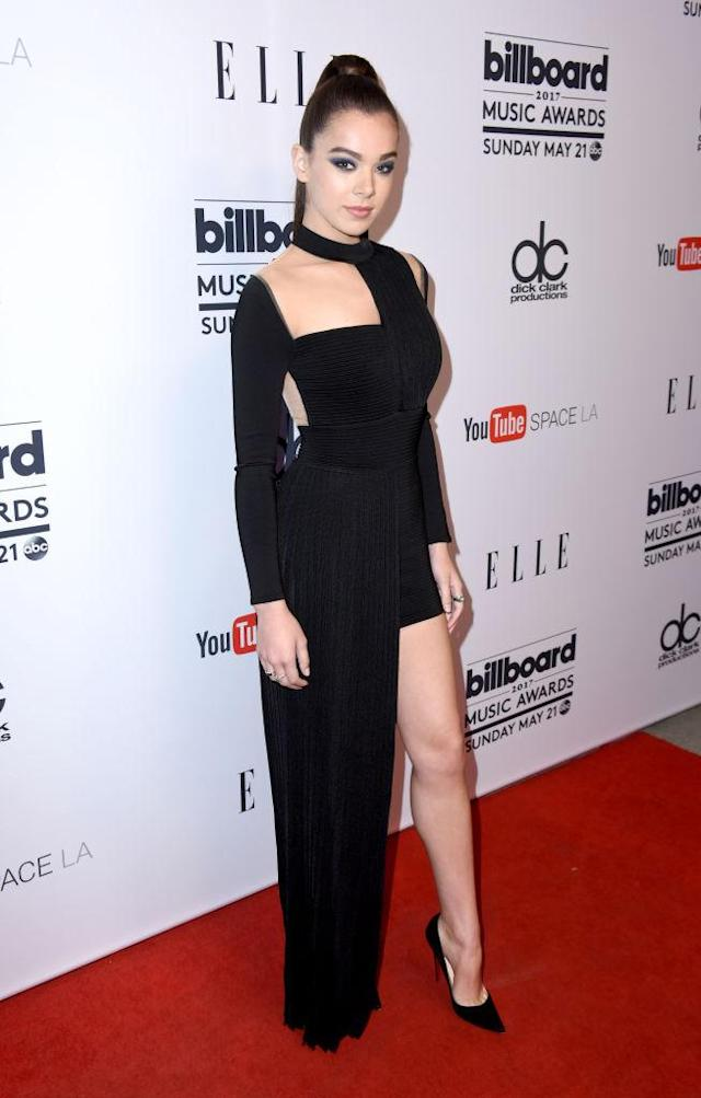 Hailee Steinfeld in Balmain. (Photo: Getty Images)