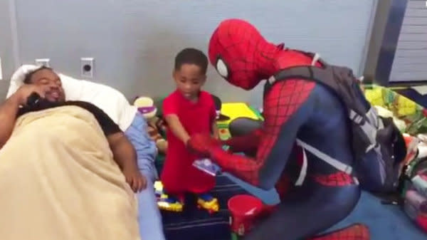 Spider-Man Cheers Up Kids Stuck In Houston Shelter After Harvey Floods
