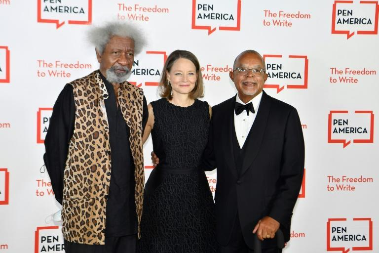 Nigerian writer Wole Soyinka (L), US actress Jodie Foster (C) and US historian and intellectual Henry Louis Gates Jr. were among the guests at the Pen America Literary Gala at the American Museum of Natural History (AFP/Angela Weiss)
