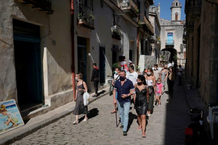FILE PHOTO: Tourists trickle back to Havana and other Cuban cities