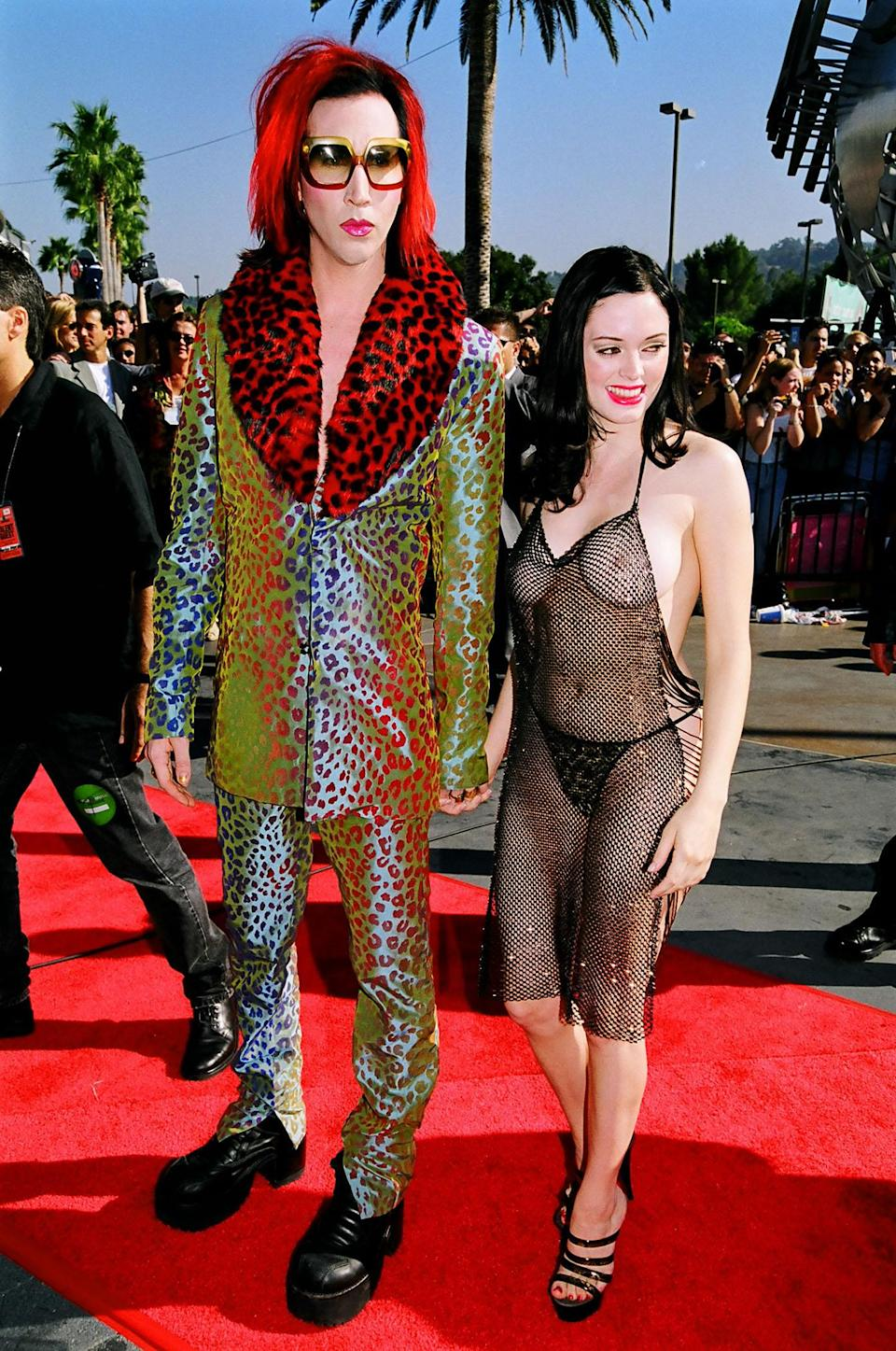 Marilyn Manson and Rose McGowan during 1998 MTV Video Music Award Arrivals at Universal Studios in Universal City, CA, United States. (Photo by Jeff Kravitz/FilmMagic, Inc)