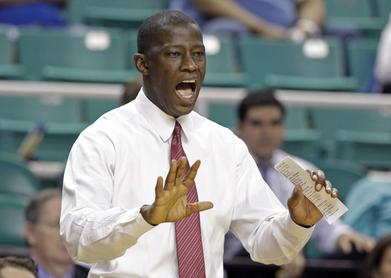 Alabama head coach Anthony Grant argues a call during the first half of a Midwest Regional NCAA tournament second-round college basketball game against Creighton in Greensboro, N.C., Friday, March 16, 2012. (AP Photo/Chuck Burton)