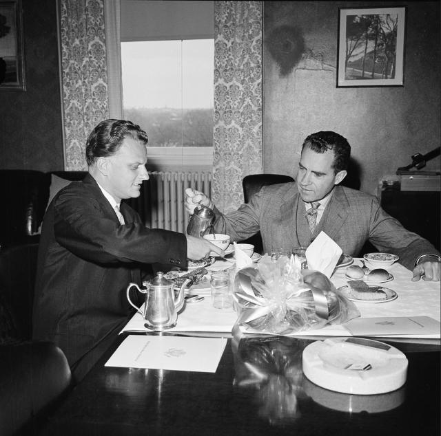 <p>Vice President Richard Nixon pours coffee for Billy Graham in Nixon's private office in Washington, D.C., on March 31, 1960. (Photo: AP) </p>