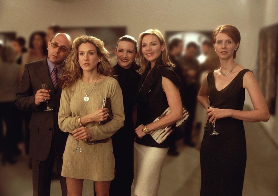 """Willie Garson (left) with Sarah Jessica Parker, Kristin Davis, Kim Cattrall and Cynthia Nixon in a Season 3 episode of """"Sex and the City."""" (Getty Images via Getty Images)"""