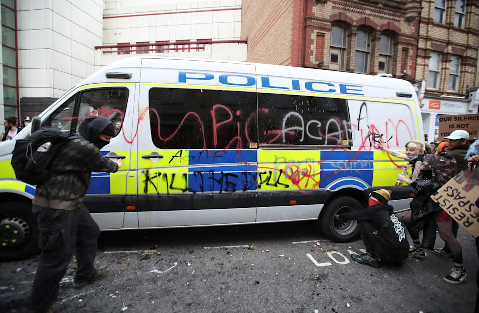 <p>Demonstrators are seen next to a police van during a protest against a new proposed policing bill, in Bristol, Britain, March 21, 2021. REUTERS/Peter Cziborra</p>