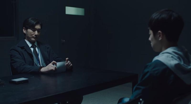 Hwang Si Mok (left) interrogates young suspect Kim Hu Jeong (right) on his suspected involvement in murder and kidnapping