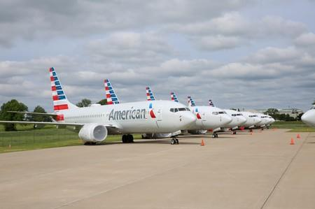 American Airlines top executives buy company shares worth $2.4 million