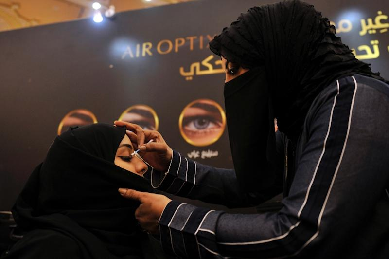 A beautician applies make-up to a Saudi woman at a bridal expo in the Red Sea city of Jeddah (AFP Photo/Amer HILABI)