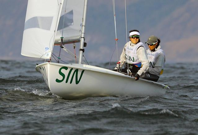 2016 Rio Olympics - Sailing - Preliminary - Women's Two Person Dinghy - 470 - Race 9/10 - Marina de Gloria - Rio de Janeiro, Brazil - 15/08/2016. Jovina Bei Fen Choo (SIN) of Singapore and Amanda Ng (SIN) of Singapore compete. REUTERS/Brian Snyder FOR EDITORIAL USE ONLY. NOT FOR SALE FOR MARKETING OR ADVERTISING CAMPAIGNS.