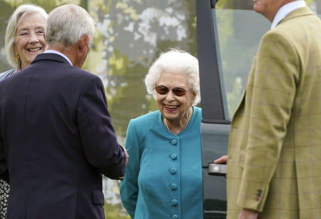 The monarch wore teal-coloured clothing to the event on Thursday