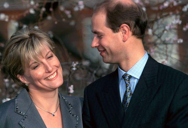 Sophie Rhys-Jones and Prince Edward announce their engagements in 1999. (Getty Images)