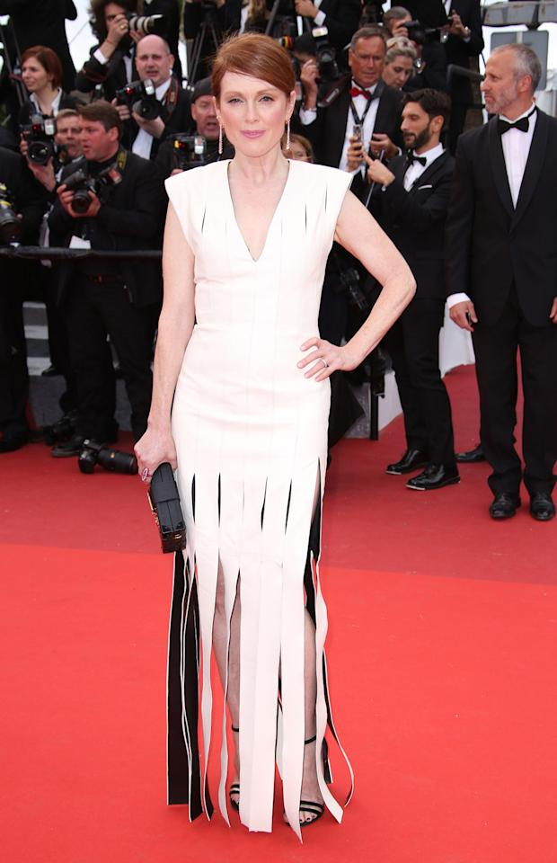 <p>Another winning monochrome look for the iconic redhead. <i>[Photo: Rex]</i></p>