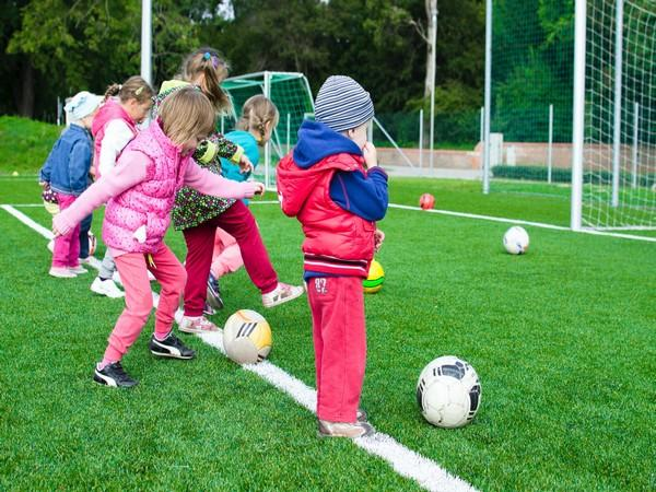 Girls who do regular extracurricular sports between ages 6 and 10 show fewer symptoms of attention-deficit/hyperactivity disorder (ADHD) at age 12, compared to girls who seldom do.