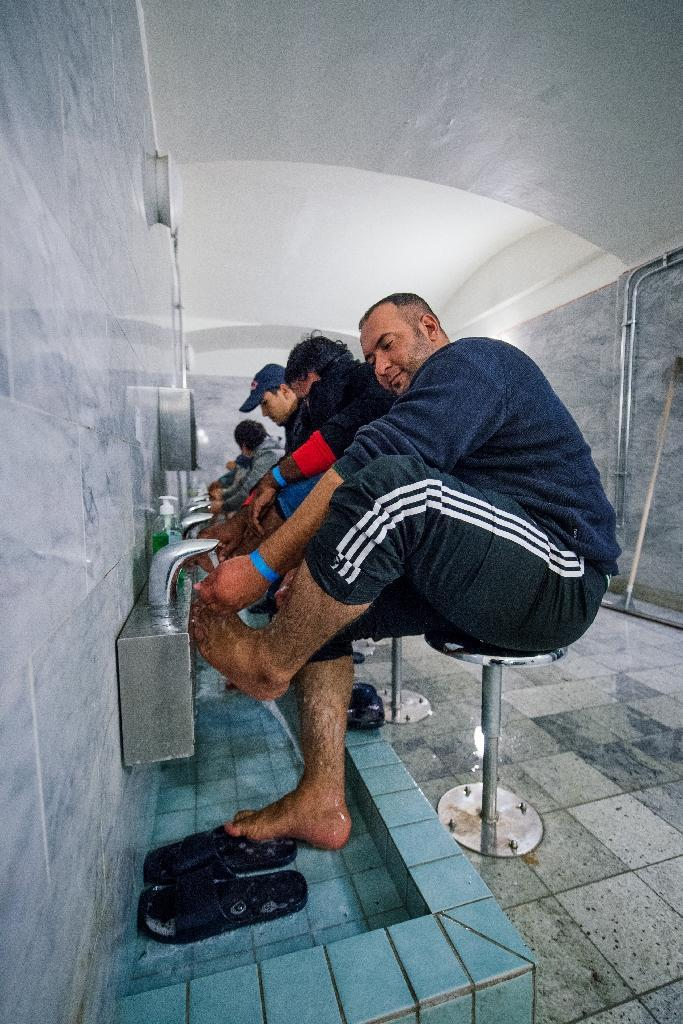 Refugees wash their feet at Stockholm central mosque's bathroom on October 15, 2015 after a bus journey from the southern city of Malmo (AFP Photo/Jonathan Nackstrand)