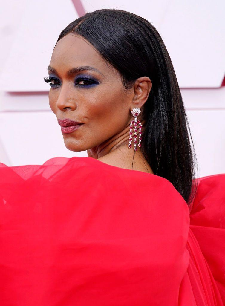 <p>The star wore the most beautiful smoky eye in a jewel-toned sapphire hue, complemented by a muted brick-red lip. </p>