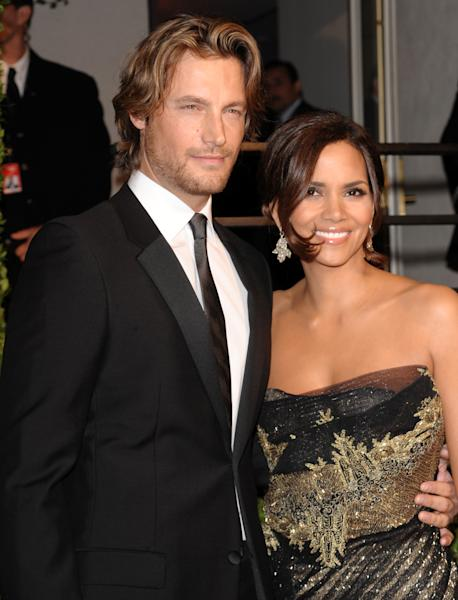 FILE - In this Feb. 22, 2009 file photo, model Gabriel Aubry, left, and actress Halle Berry arrive at the Vanity Fair Oscar party in West Hollywood, Calif. Attorneys for Halle Berry and her ex-boyfriend, Aubry, have settled court issues that arose after a Nov. 22, 2012 Thanksgiving Day fight at the actress' home. (AP Photo/Evan Agostini, File)