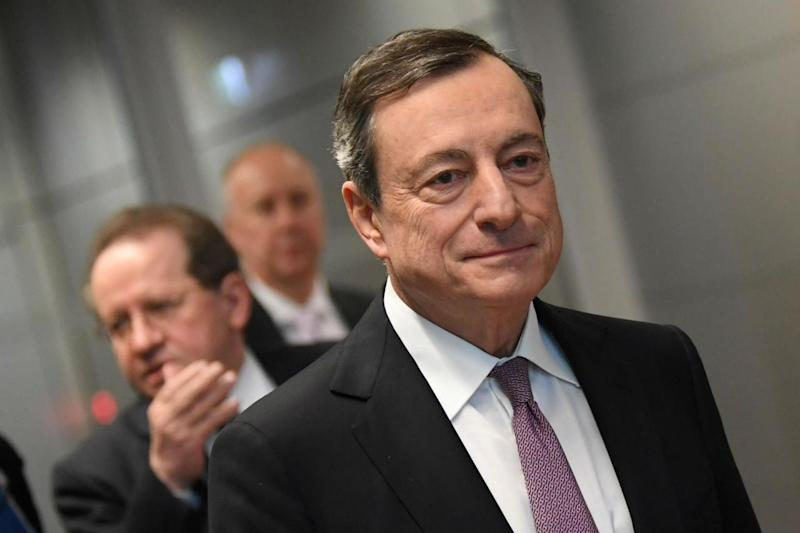 Draghi stimola economia europea, Trump attacca: