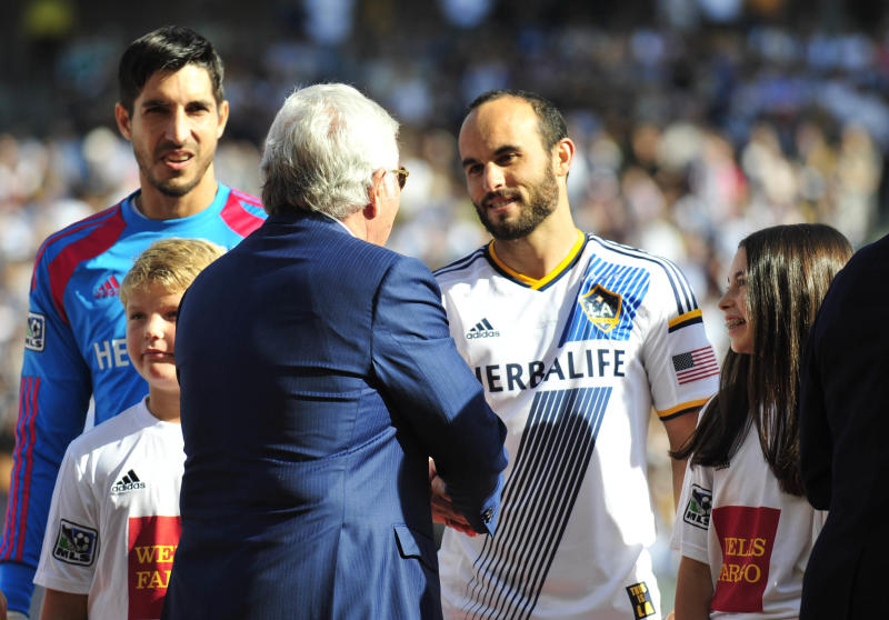 factory price 89123 d61f0 Landon Donovan goes out a champion in final game as L.A. ...