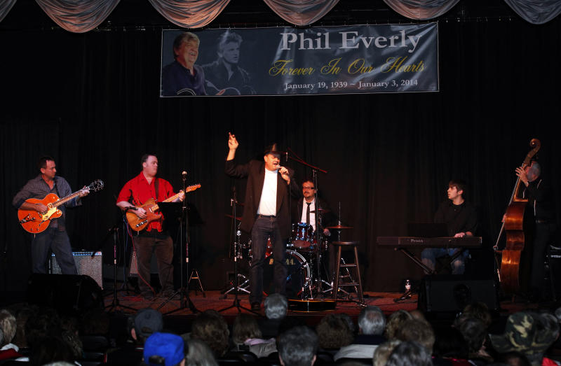 Country music artist Marty Brown, center, perform songs made famous by Phil and Don Everly of the The Everly Brothers at a memorial service for Phil Everly at the Merle Travis Music Center in Powderly, Ky, Saturday, Jan. 18, 2014. (AP Photo/John Sommers II)