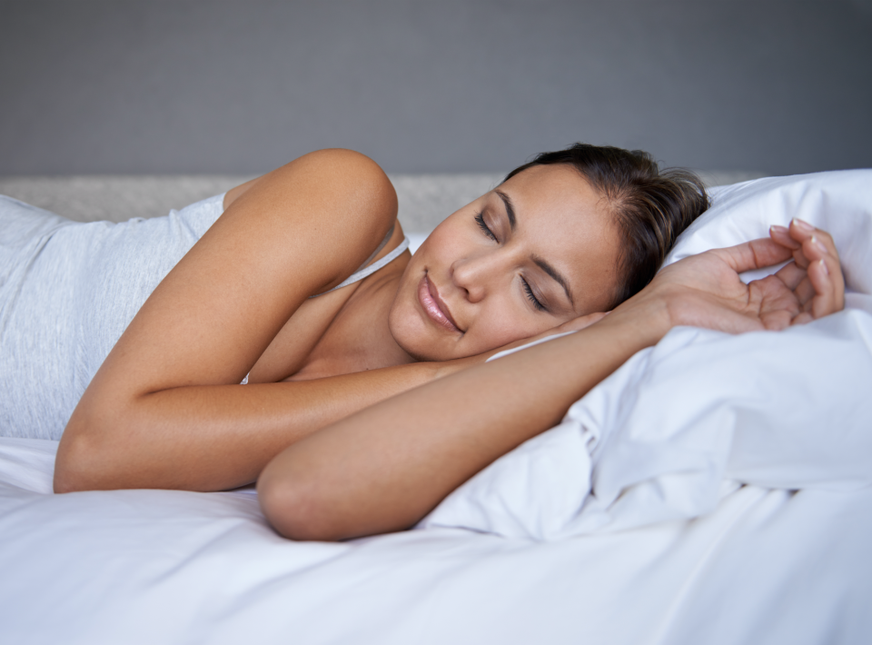 Desperate for a good night's sleep, I tried a weighted blanket. Here's what happened. (Photo: Getty Images)