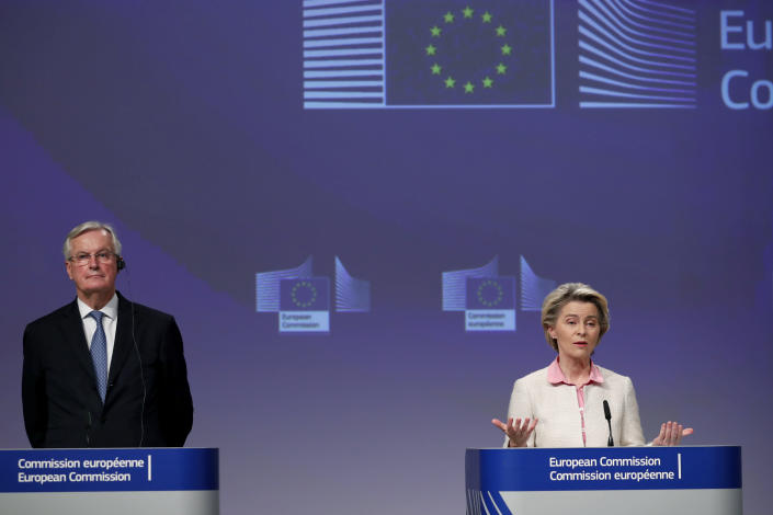 European Commission President Ursula von der Leyen, right, and European Commission's Head of Task Force for Relations with the United Kingdom Michel Barnier address a media conference on Brexit negotiations at EU headquarters in Brussels, Thursday, Dec. 24, 2020. (AP Photo/Francisco Seco, Pool)