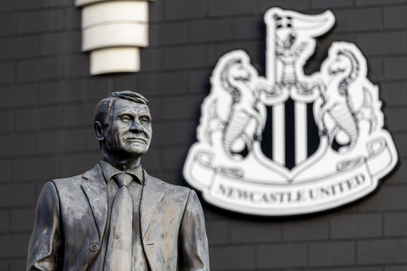 NEWCASTLE UPON TYNE, ENGLAND - NOVEMBER 30: The statue of Sir Bobby Robson outside the stadium before the Premier League match between Newcastle United and Manchester City at St. James Park on November 30, 2019 in Newcastle upon Tyne, United Kingdom. (Photo by Daniel Chesterton/Offside/Offside via Getty Images)