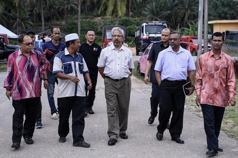 Minister in the Prime Minister's Department P. Waytha Moorthy visits the 'red zone' in Kuala Koh, Gua Musang June 13, 2019. — Bernama pic