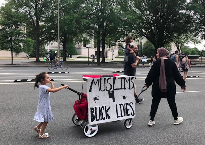 Muslim protesters join a Black Lives Matter demonstration in Washington on June 6. (Photo: INES BEL AIBA via Getty Images)