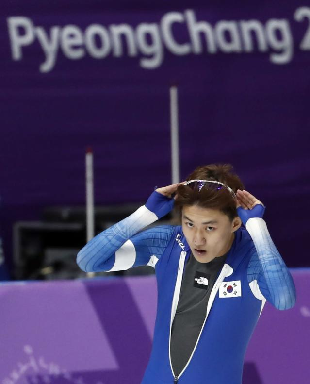 Speed Skating - Pyeongchang 2018 Winter Olympics - Men's 1000m competition finals - Gangneung Oval - Gangneung, South Korea - February 23, 2018 - Jaewoong Chung of South Korea gestures after the heat.
