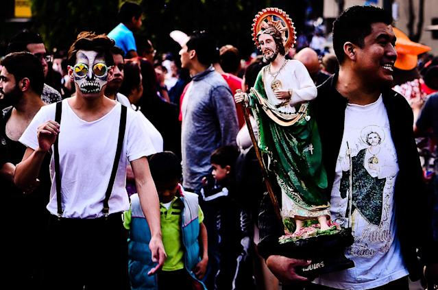 <p>Parade of mobile offerings, are part of the Day of the Dead festivities that took place in Mexico City on Oct. 28, 2017. (Photo: Omar Lopez/ZUMA Wire/ZUMAPRESS.com) </p>