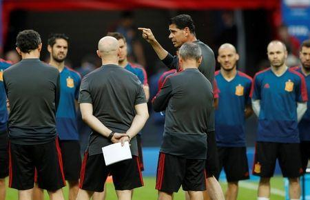 Soccer Football - World Cup - Spain Training - Kazan Arena, Kazan, Russia - June 19, 2018 Spain coach Fernando Hierro during training REUTERS/John Sibley