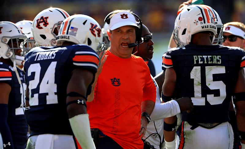 TAMPA, FLORIDA - JANUARY 01: Defensive Coordinator Kevin Steele of the Auburn Tigers talks with players during the 2020 Outback Bowl against the Minnesota Golden Gophers at Raymond James Stadium on January 01, 2020 in Tampa, Florida. (Photo by Mike Ehrmann/Getty Images)