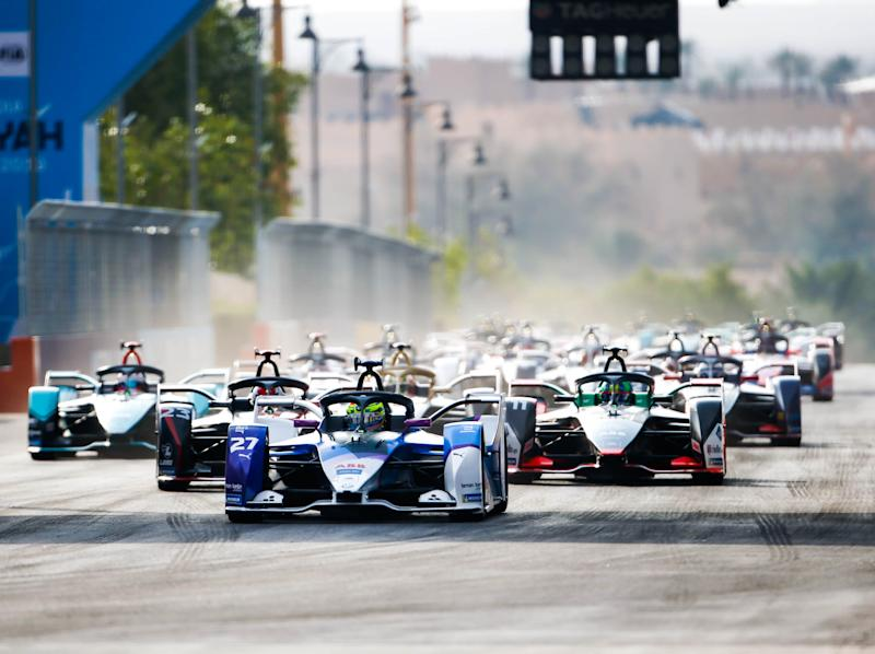 Formula E drivers compete during the 2019 Diriyah E-Prix in Saudia Arabia (Andrew Ferraro / LAT Images)