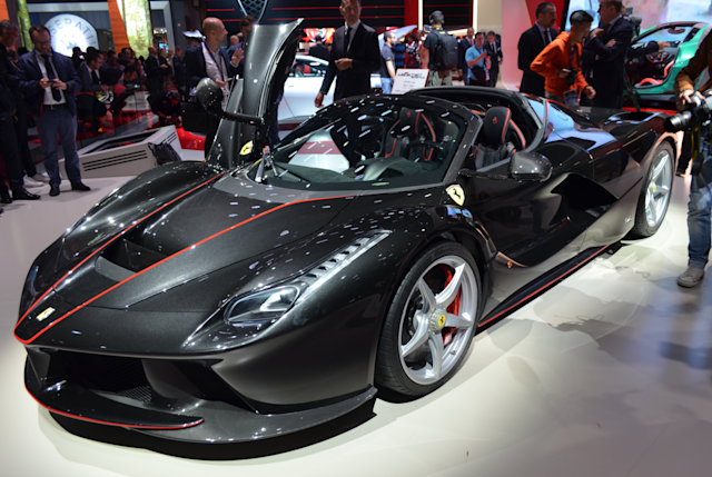 Ferrari Laferrari Aperta Hands On With The Roofless 2m Hypercar