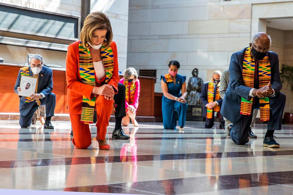 House of Rep. kneeling to support protests
