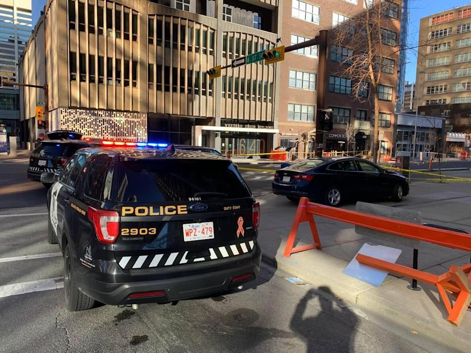 As of 10:45 a.m.Sunday, 8th Avenue southwest, between 5th Street southwest and6th Streetsouthwest, is blocked off to traffic so police can continue to investigate. (Andrew Brown/CBC - image credit)