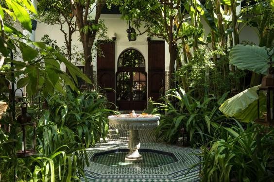 The lush central courtyard at Palais Lamrani (Palais Lamrani)