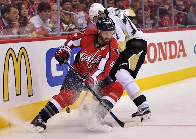 Brooks Orpik (L) of the Washington Capitals fight for the puck with Evgeni Malkin of the Pittsburgh Penguins during their NHL game at Verizon Center in Washington, DC, on April 30, 2016 (AFP Photo/Drew Hallowell)