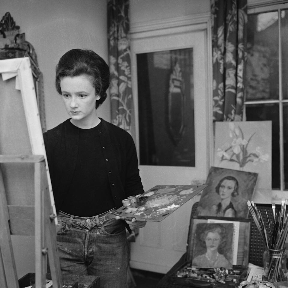 Lindy Guinness, as she then was, at work in 1960: her work encompassed a range of styles, from realist to abstract - Harry Benson/Daily Express/Getty Images