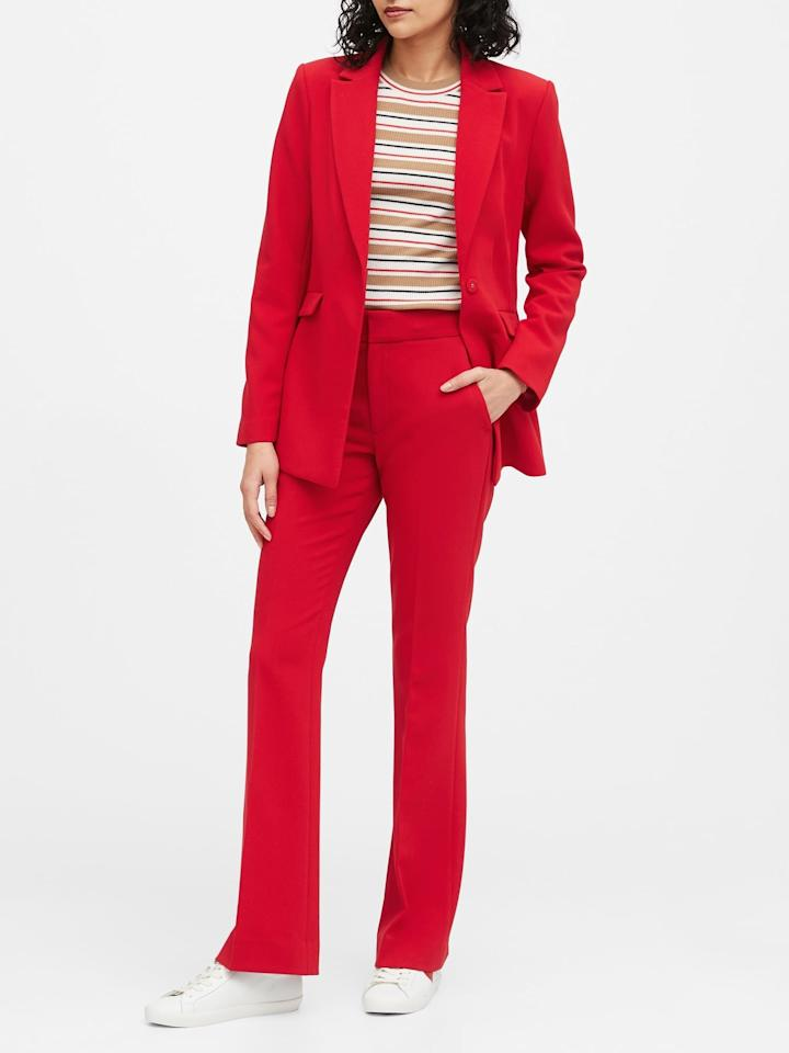 """<p>Make a statement in this cool <a href=""""https://www.popsugar.com/buy/Sculpted-Fit-Washable-Blazer-542165?p_name=Sculpted-Fit%20Washable%20Blazer&retailer=bananarepublic.gap.com&pid=542165&price=199&evar1=fab%3Auk&evar9=47131498&evar98=https%3A%2F%2Fwww.popsugar.com%2Ffashion%2Fphoto-gallery%2F47131498%2Fimage%2F47131584%2FSculpted-Fit-Washable-Blazer&list1=shopping%2Cbanana%20republic%2Ceditors%20pick%2Cwinter%20fashion&prop13=api&pdata=1"""" rel=""""nofollow"""" data-shoppable-link=""""1"""" target=""""_blank"""" class=""""ga-track"""" data-ga-category=""""Related"""" data-ga-label=""""https://bananarepublic.gap.com/browse/product.do?pid=541629022&amp;cid=1150455&amp;pcid=48422&amp;vid=1&amp;grid=pds_5_747_1#pdp-page-content"""" data-ga-action=""""In-Line Links"""">Sculpted-Fit Washable Blazer</a> ($199). It would look great with a graphic tee.</p>"""