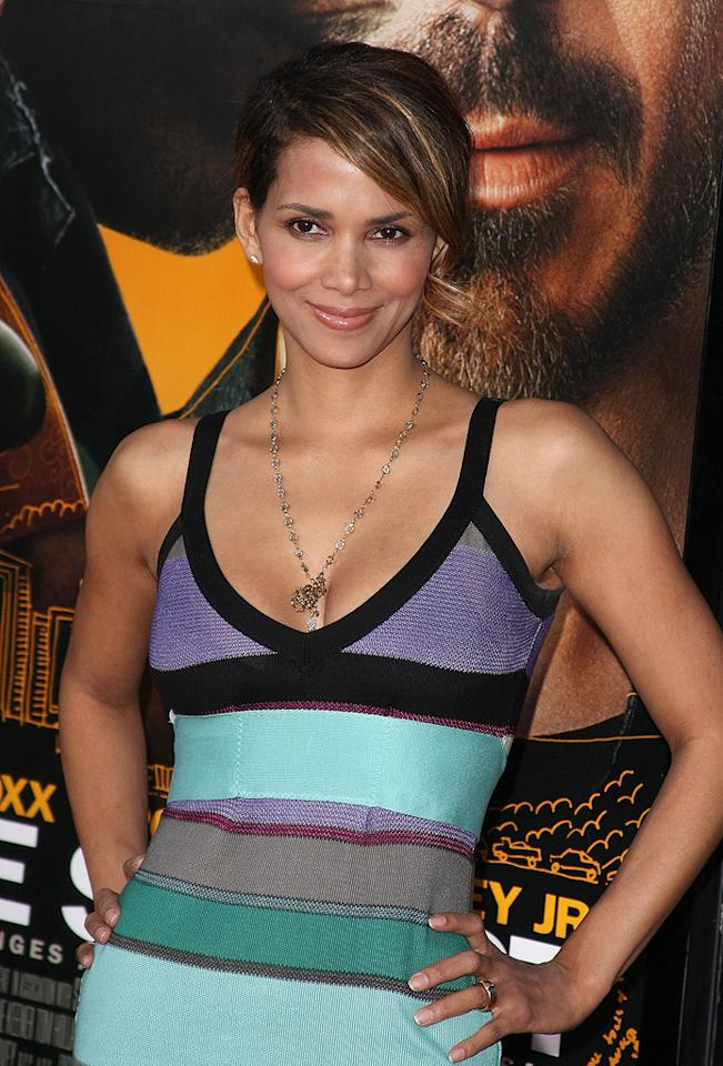 "<a href=""http://movies.yahoo.com/movie/contributor/1800019906"">Halle Berry</a> at the Los Angeles premiere of <a href=""http://movies.yahoo.com/movie/1809986571/info"">The Soloist</a> - 04/20/2009"